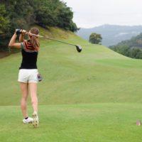 友達とゴルフ